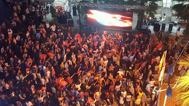 Karamürsel'De Halk Sokakta