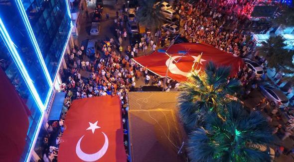 Karamürsel'de Binlerce Vatandaş Yürüdü