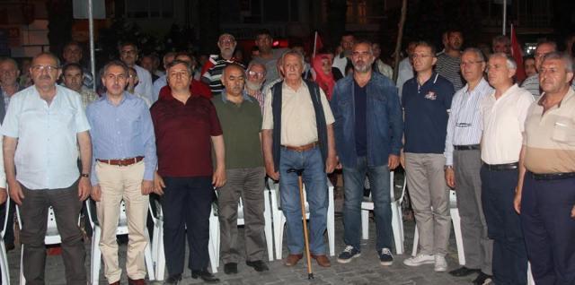 Karamürsel'de Demokrasi Nöbetleri Devam Ediyor