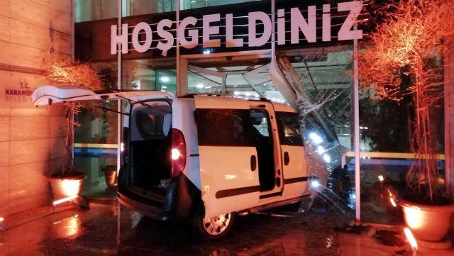 Polisten Kaçan Sürücü Belediye Binasına Girdi